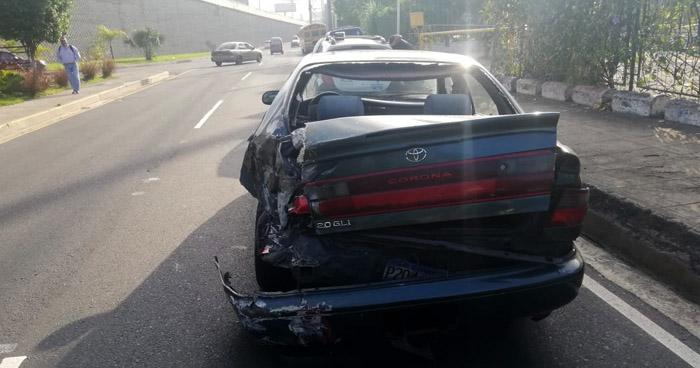 Motoristas de la ruta 34 chocan a otro vehículo por pelear vía en carretera Panamericana