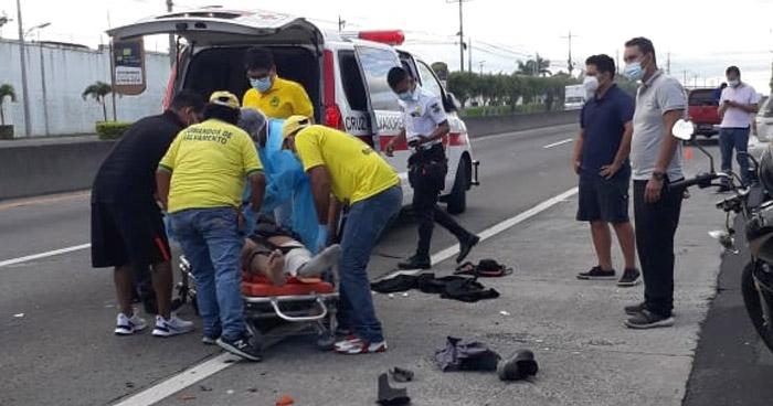Motociclista lesionado tras accidentarse en carretera a Quezaltepeque