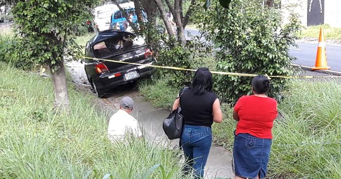 Acompañante muere al quedar atrapada en su vehículo tras accidentarse sobre carretera Panamericana