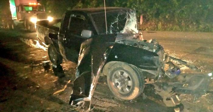 Hombre muere tras chocar su pick up con un vehículo policial en Usulután