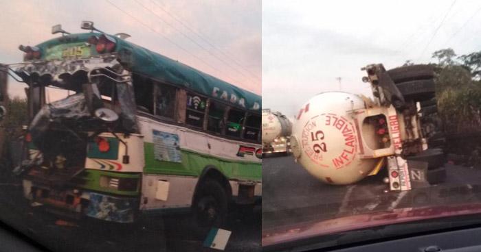 Pipa volcó tras chocar contra un autobús en carretera de Sonsonate