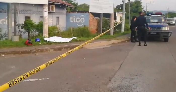Motociclista muere al chocar contra un pick up en La Unión