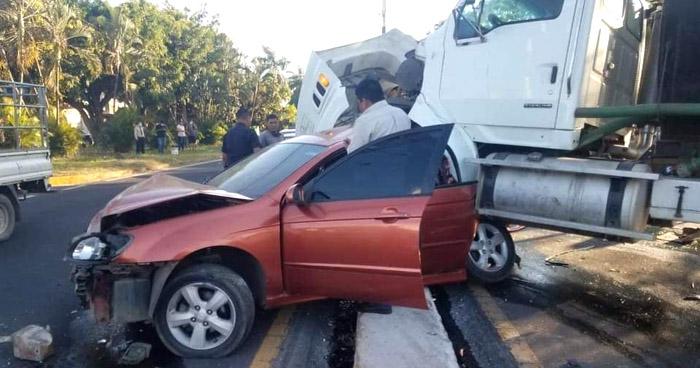 Un lesionado tras múltiple accidente en carretera de Santa Ana