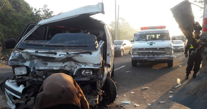 Hombre quedó atrapado tras choque en carretera Panamericana hacia Santa Ana