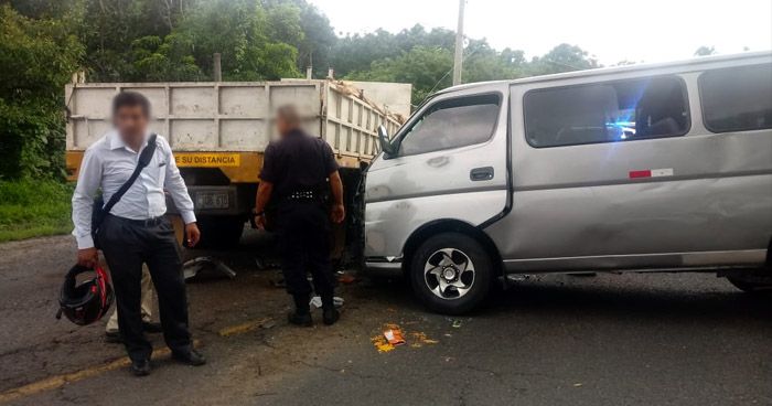 Paso cerrado en carretera de San Salvador a Sonsonate por grave choque que dejó 5 lesionados