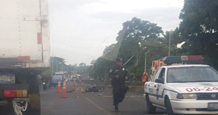 Motociclista muerto en carretera de Sonsonate, tráfico complicado