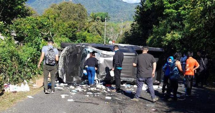 Secretario departamental de Nuevas Ideas lesionado tras grave accidente en carretera de Usulután