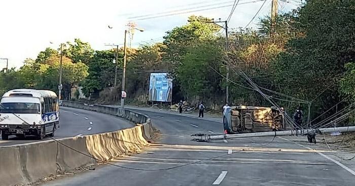 Varios lesionados tras fuerte accidente en carretera Troncal del Norte