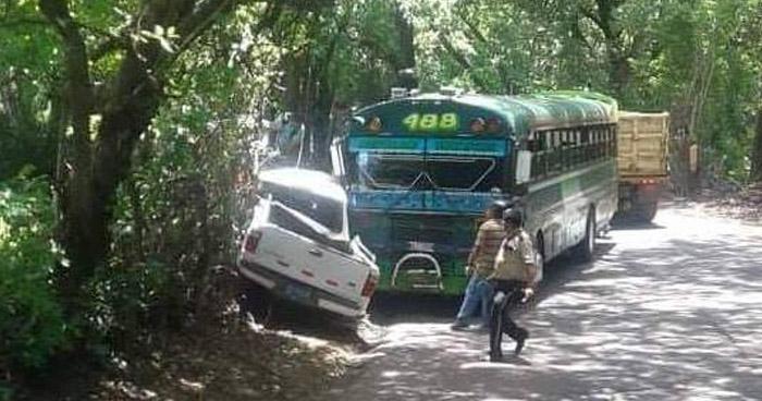 Explosión de una llanta provoca accidente de tránsito en Usulután que dejó varios lesionados