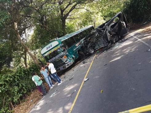 Grave accidente de tránsito en Usulután deja varios lesionados