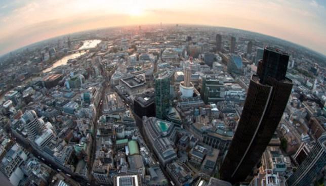VÍDEO | Acróbata chino grabó su propia muerte tras caer de un rascacielos