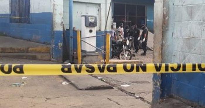 Pandilleros fingieron ser policías para asesinar a un vigilante del Mercado La Tiendona