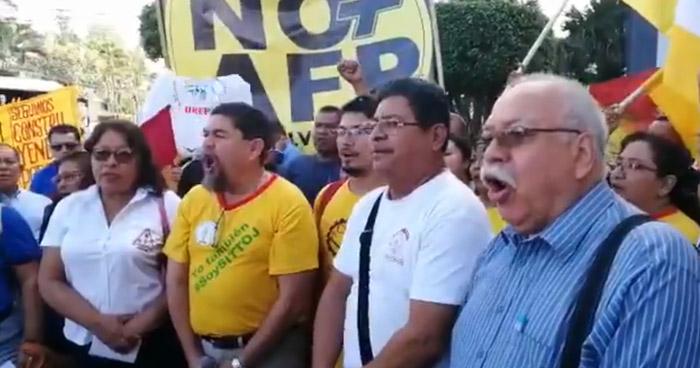 Sindicalistas protestan en contra del funcionamiento de las AFP