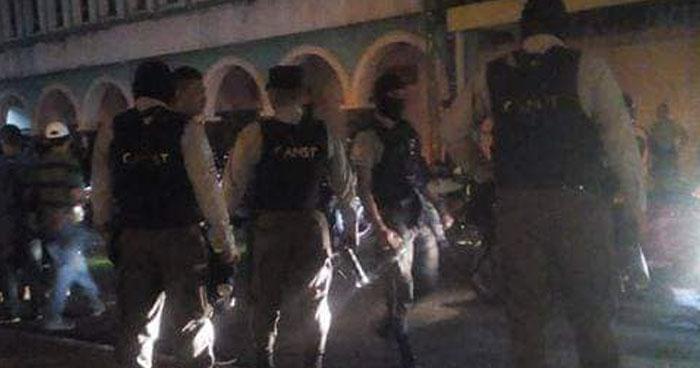 Agentes del CAM de Santa Tecla agreden a motociclistas cuando daban comida a indigentes