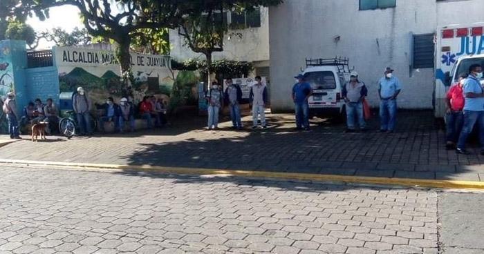Sindicalistas cierran Alcaldía de Juayúa en protesta por falta de pago de salarios