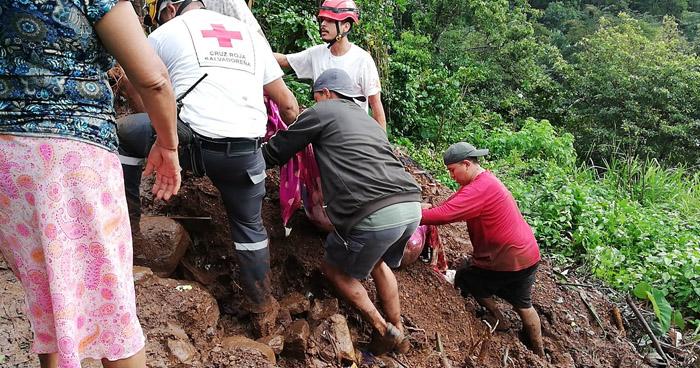 Dos personas fallecidas al quedar soterradas por alud de tierra sobre su vivienda