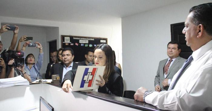 ARENA demanda a la Presidencia de la República ante el TSE