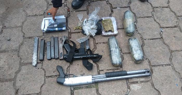 Capturan a pandilleros que tenían en su poder armas, droga y municiones, en Santa Ana