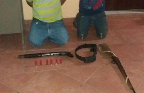 Capturan a 2 sujetos que portaban armas ilegales en Ahuachapan
