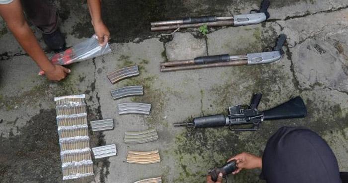 """Pandilleros condenados por tener fuerte armamento en """"casa destroyer"""" de San Salvador"""