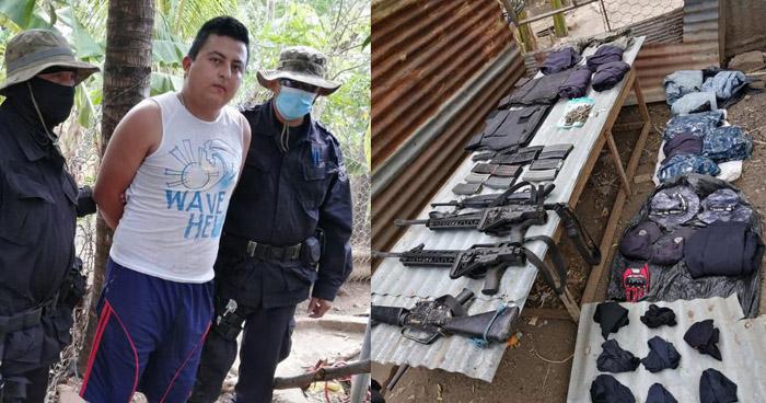 Capturado con uniformes policiales y armas de grueso calibre