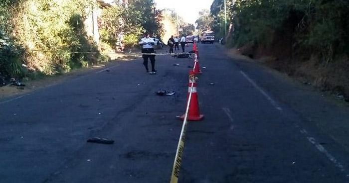 Motociclista muere al ser arrollado por un camión en Sonsonate