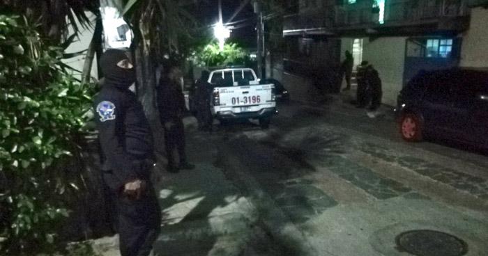 Dos pasajeros heridos de bala deja asalto en unidad de la ruta 17 en Panchimalco