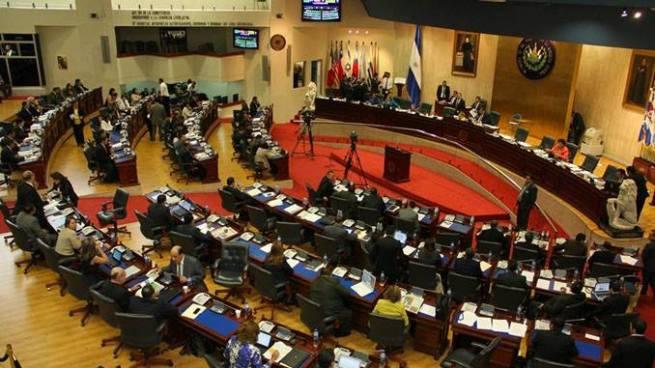 Asamblea gastará hasta $14 mil en salarios, aguinaldos y bonos navideños por diputado