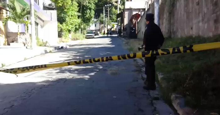 Un zapatero fue asesinado sobre la calle 25 de Abril de San Marcos