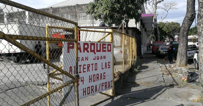 Asesinan a un joven cuando compraba comida en el centro de San Salvador