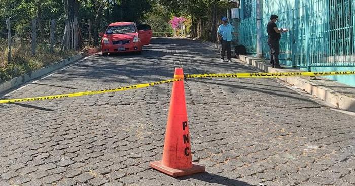 Asesinan a mujer al interior de un vehículo en Meanguera, Morazán