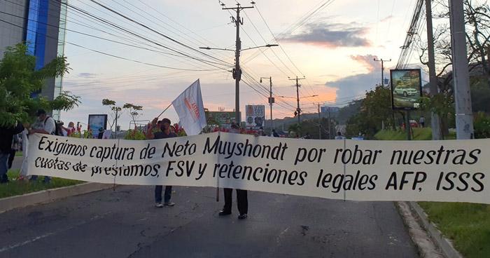 ASTRAM bloquea nuevamente el tránsito frente a Fiscalía en Santa Elena