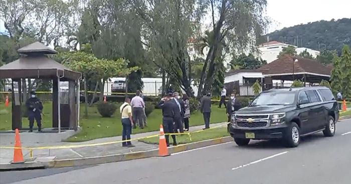 Atacan a agente PPI afuera de la embajada de EE.UU., en Antiguo Cuscatlán