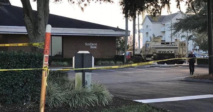 Mueren 5 personas tras un intento de robo a un banco en Florida