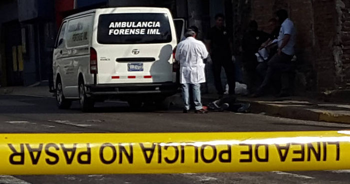 Atacan a balazos a un hombre al interior de un negocio en Ilopango