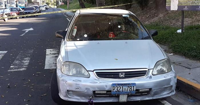 Abandonan vehículo tras tiroteo en colonia Sierra Morena, en Soyapango