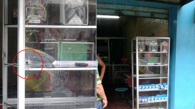Criminales balacean negocio y dejan una persona herida en San Salvador