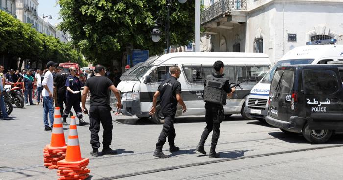 Policía fallecido y decenas de heridos dejan ataques suicidas en Túnez