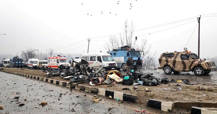 Al menos 33 agentes murieron en un atentado suicida en Cachemira, India