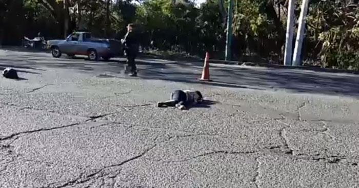 Conductora atropella y mata a una mujer en carretera a Chalchuapa