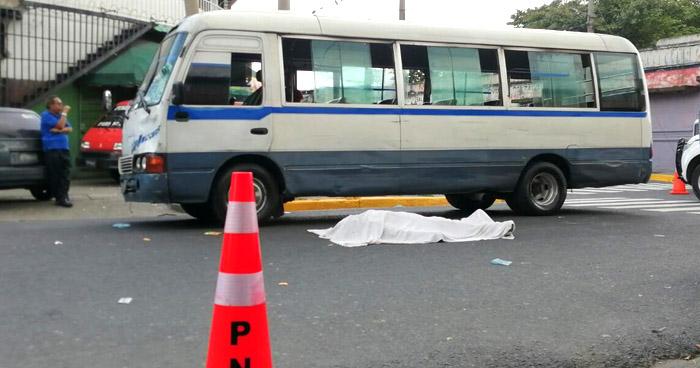 Peatón muere al ser atropellado por un motorista de la Ruta 38 en San Salvador