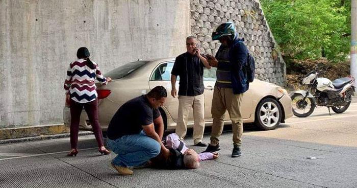 Anciano lesionado luego de ser atropellado cerca de centros comerciales de Antiguo Cuscatlán