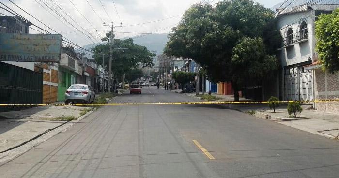 Hombre muere al ser atropellado por un bus en Avenida Bernal de San Salvador