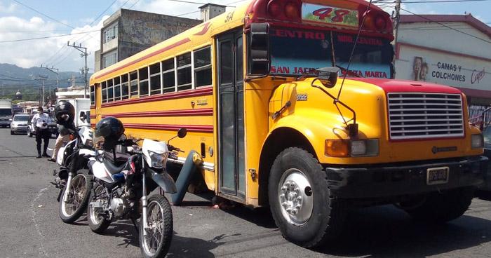 Motorista de Ruta 48 arrolla y mata a hombre en el centro de San Salvador