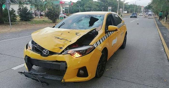 Taxista atropella y mata a un peatón en carretera Comalapa