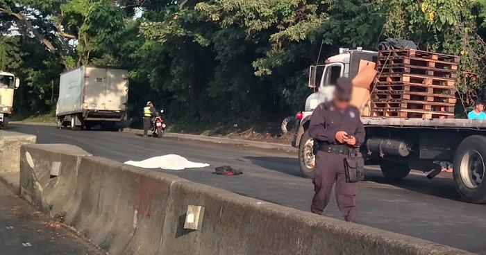 Estudiante de bachillerato muere al ser atropellado sobre carretera de Sonsonate