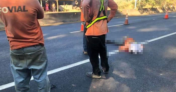 Conductor atropella y mata a empleado del FOVIAL en carretera de Sonsonate