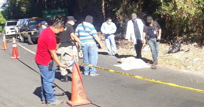 Abandonan cadáver de una joven en carretera al Lago de Ilopango