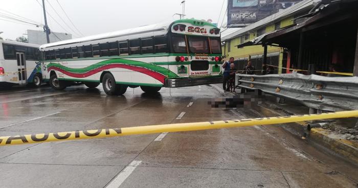 Conductor de autobus R-201 huyó tras atropellar y matar a un peatón en Antiguo Cuscatlán