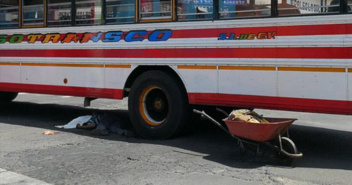 Vendedor de fruta muere tras ser atropellado por motorista de la ruta 53-D en Sonsonate